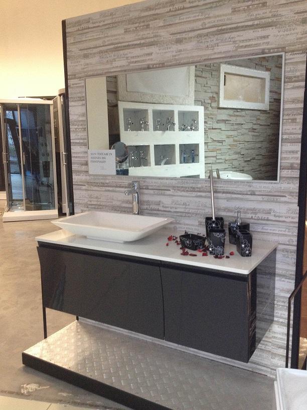 Mobile bagno con piano d 39 appoggio e lavabo offerte box for Offerte mobile bagno con lavabo